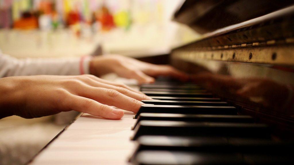 comment mieux jouer au piano